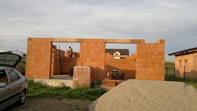 Založení stavby, zdění přízemí a překlady
