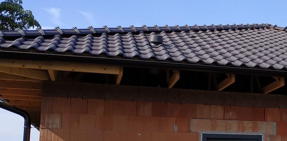 Stavba domu v pandemii - 5. střecha, okna a stavební pouzdra