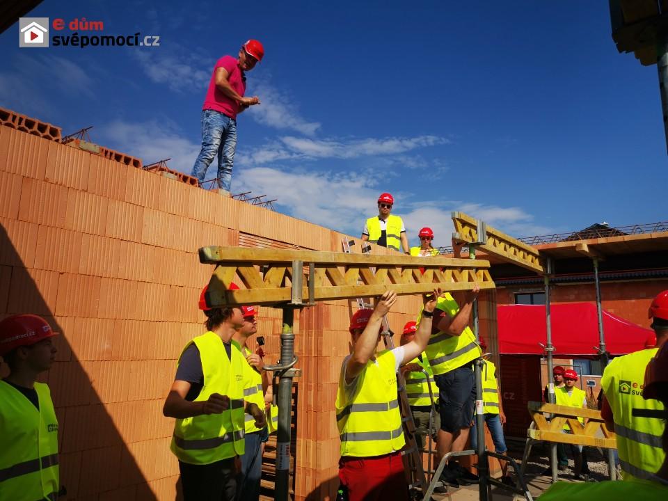 Workshop: Rozmisťování  stropních POT nosníků a kladení vložek nad garáží