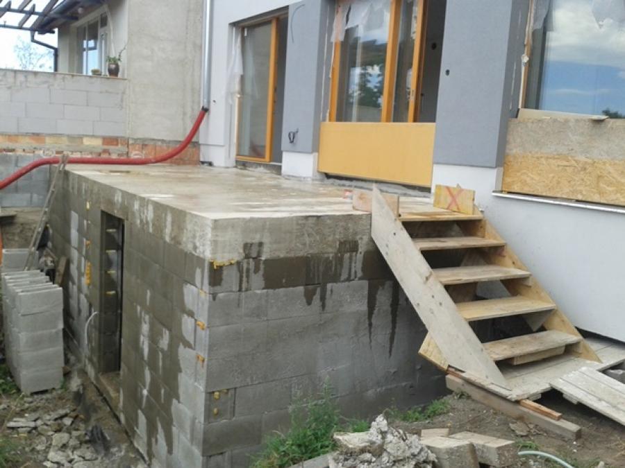 Sklep + nádrž + terasa