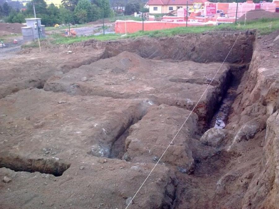 Bagrování a betonování základů