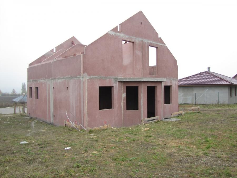 Postavit hrubou stavbu rodinného domu může být tak snadné ...