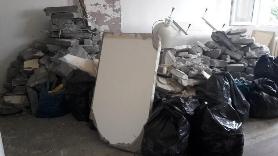 1. Kompletní rekonstrukce panelového bytu - bourací práce