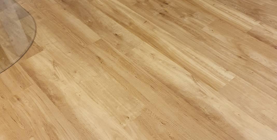 Vinylové podlahy a výměna již položených lamel - část 28.