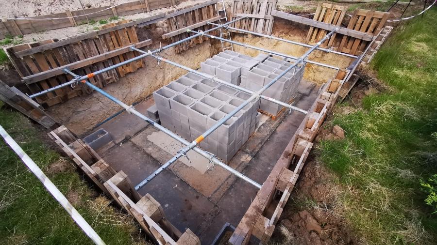 4. stavební týden - Ztracené bednění a hydroizolace sklepa