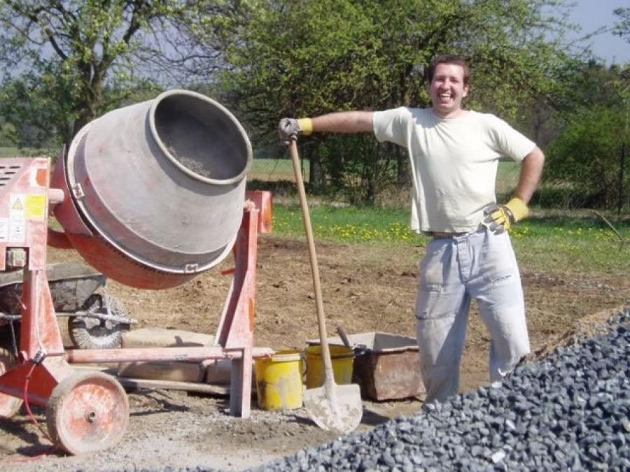 Betonování základových pásů