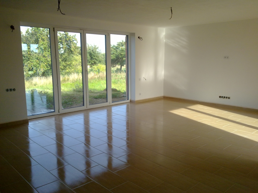 Pokládka dlažby na anhydritovou podlahu v obýváku a hale