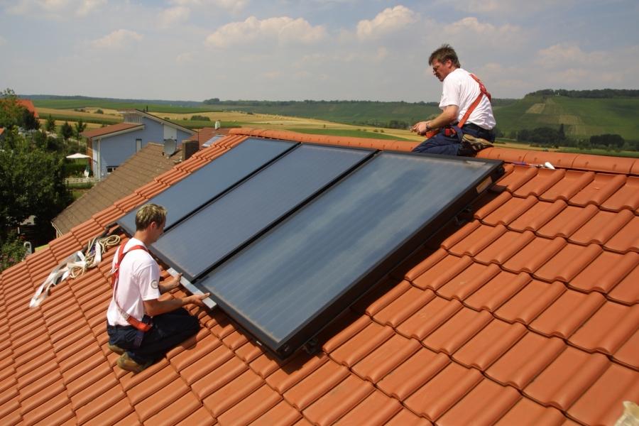 Drain-back solární systémy pro ohřev teplé vody a podporu vytápění pracují i v zimě