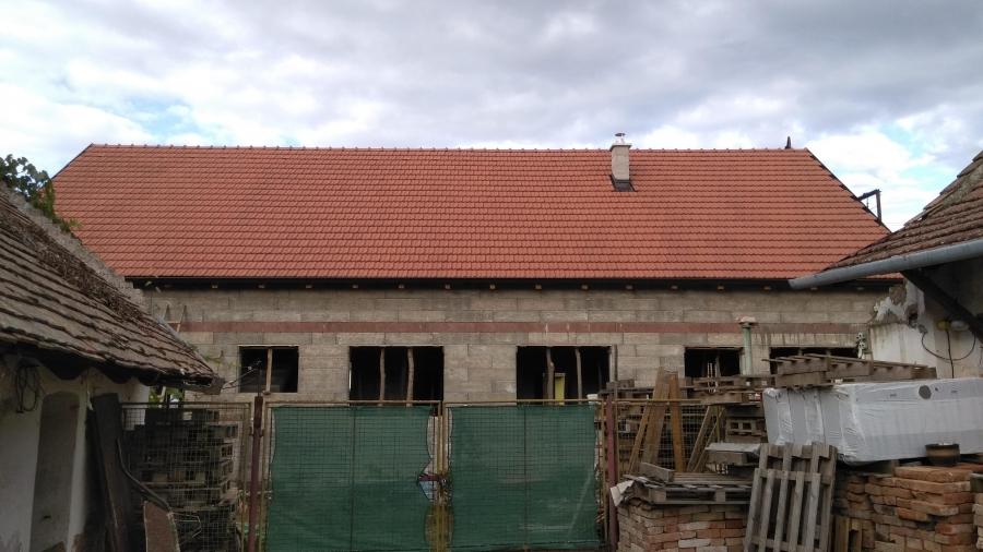 Střecha jako na dva domy