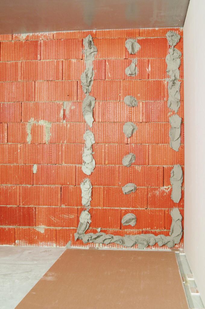 Jak na lepení sádrokartonových desek na zeď