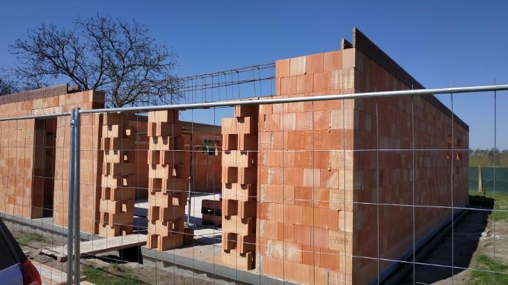 Stavba domu v pandemii - 3. monolitický překlad a věnec