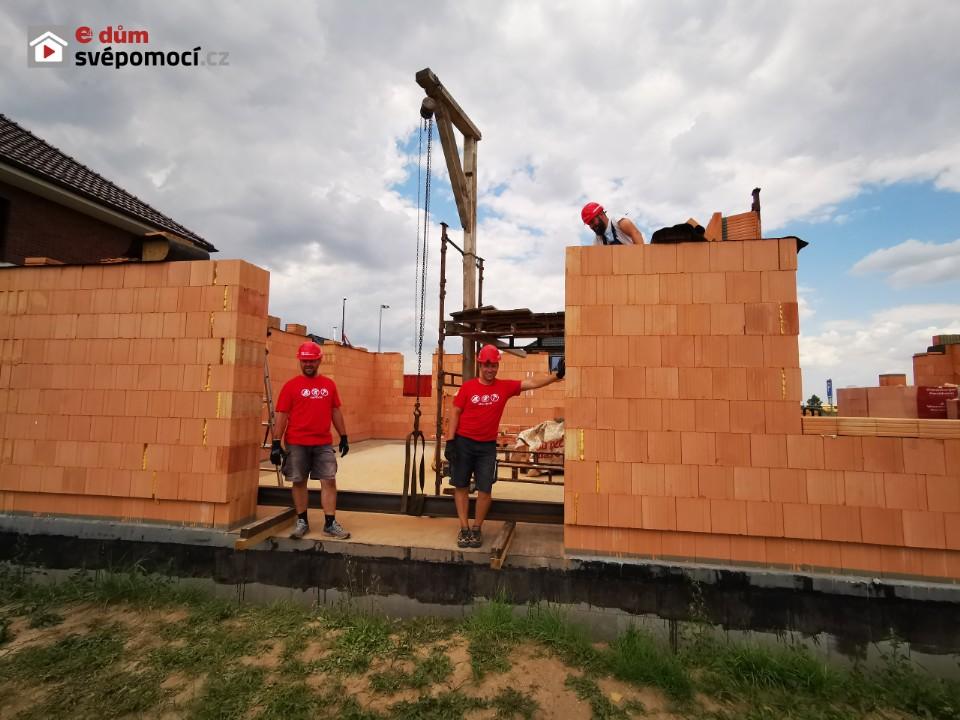 11. stavební týden – Překlady a dozdění parapetů a 11. řady zdiva
