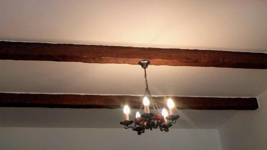 Jak dát na strop trámy z PU