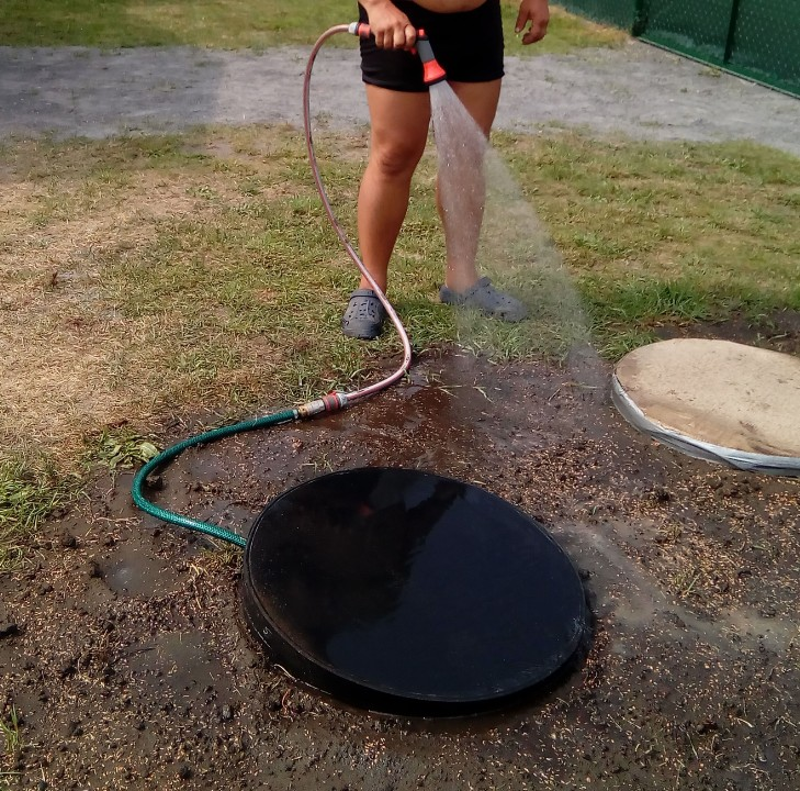 Zasíťování pozemku - voda, odpad, elektřina.