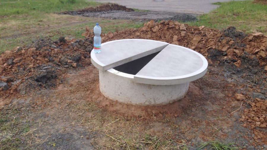 Vrtaná studna a elektro přípojka