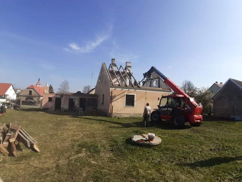 Než začne stavba, musíme zbourat starý dům!