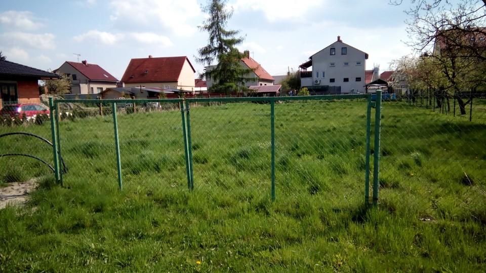 Pozemek, základ budoucího bydlení.