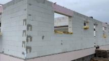 Vyzděno a připraveno pro betonáž věnce