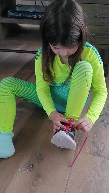 Farrah can tie her show laces!