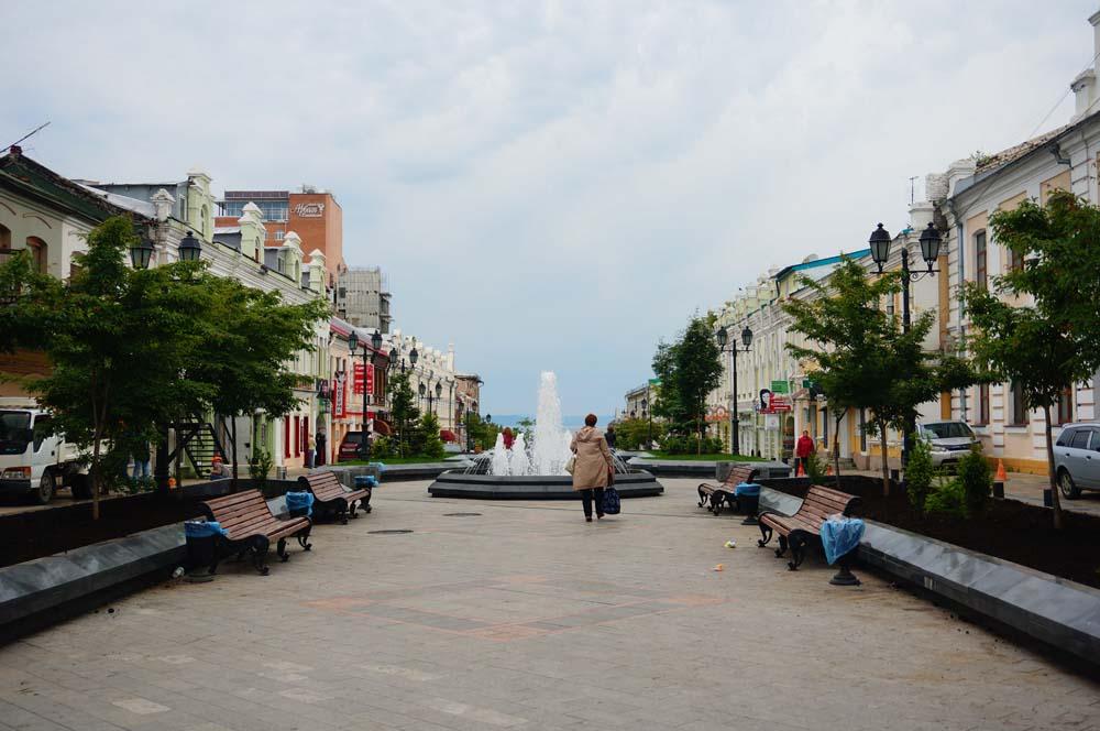 아르바트 거리. 러시아의 많은 도시들의 중심가는 다 아르바트 거리라고 불리우는 듯 했다.