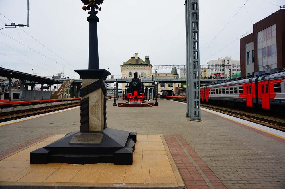 시베리아 횡단 열차의 종점을 의미하는 기념비