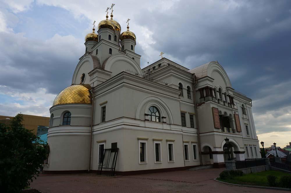 피 위의 교회. 러시아의 마지막 황제가 살해 당한 곳에 지어져서 그런 별칭이 붙었다.