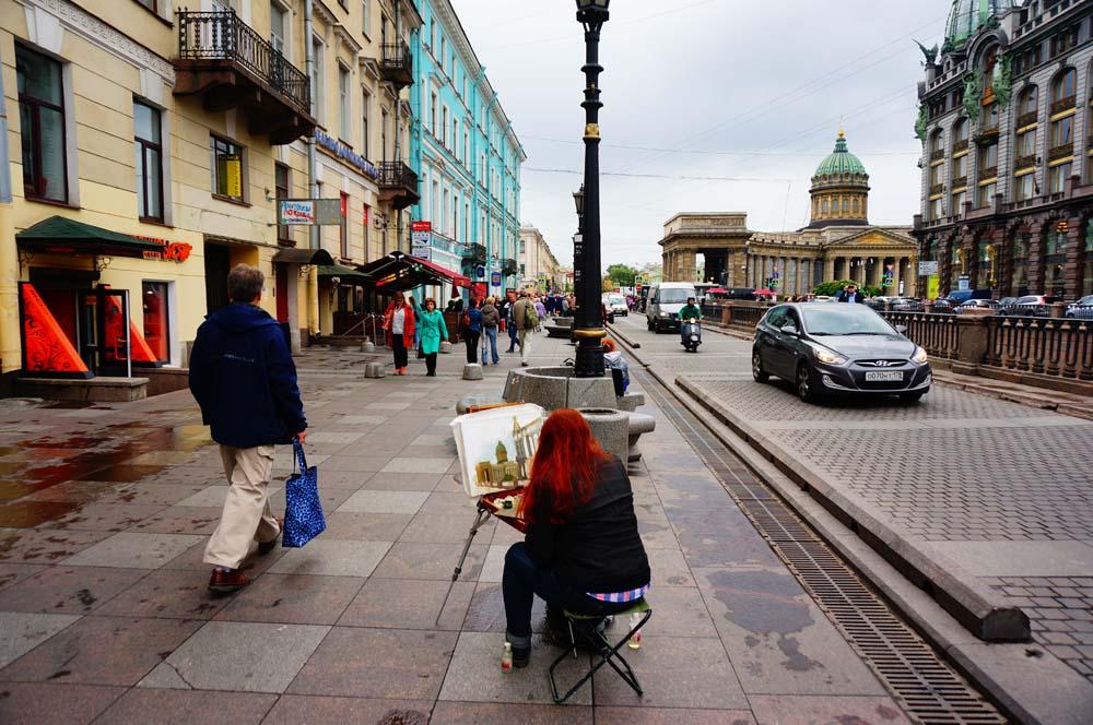 거리의 화가. 내 사진보다 그녀의 그림이 훨씬 뛰어나다. 페테르부르크는 참 멋진 도시였는데 내 실력이 부족해서 좋은 사진을 많이 건지지 못해 아쉽다.
