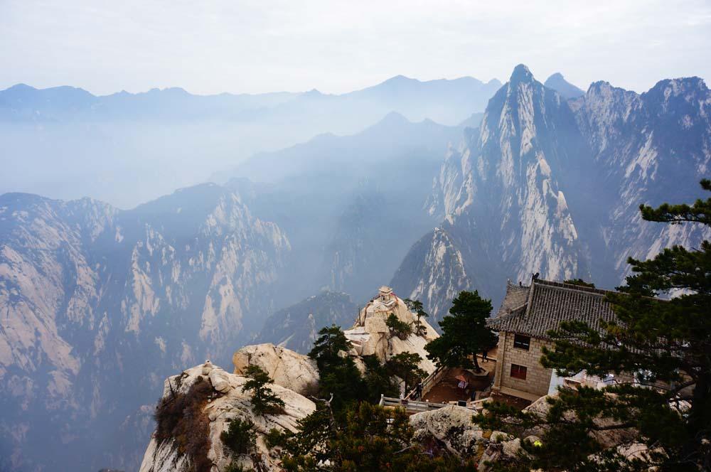 중국의 5악 중 하나인 화산의 모습.