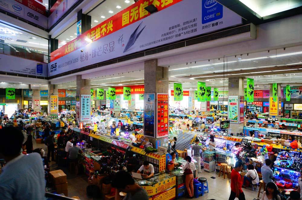IT, 테크, 기계 덕후들의 성지 화창베이에 있는 한 상가 안. 전 세계의 모든 부품들이 모여있는 이곳에서 구하지 못하는 부품은 없다. 심지어 매우 저렴하다.