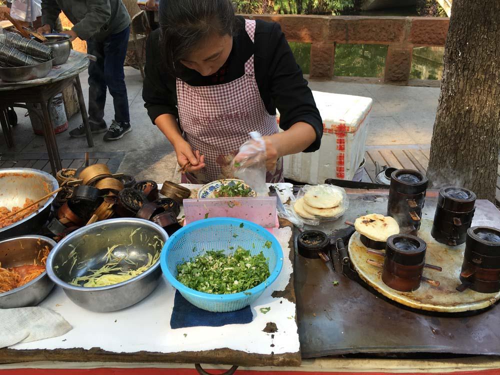 사천성은 샤오츠 라고 길거리에서 간식거리를 이것저것 사먹을 수 있는 것으로도 유명하다.