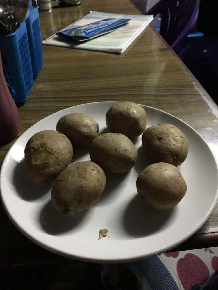 삶은 감자 시키면 정말 감자만 이렇게 나온다.