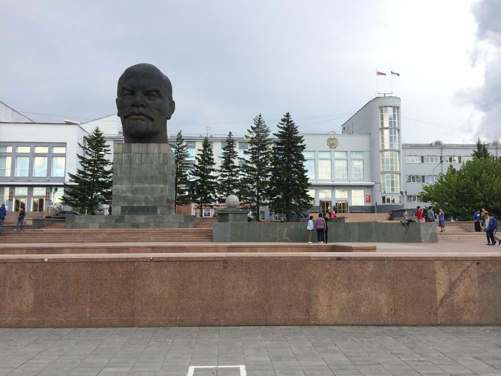 울란우데의 유일한 볼거리. 레닌의 머리. 몽골과의 접견 지역이라 문화적 특성이 있는 무언가를 볼 수 있을 것으로 방문한 도시인데, 러시아의 다른 도시들 보다 동양인의 외모를 띄는 사람들이 많았다는 것 말고는 특별함이 없었다.