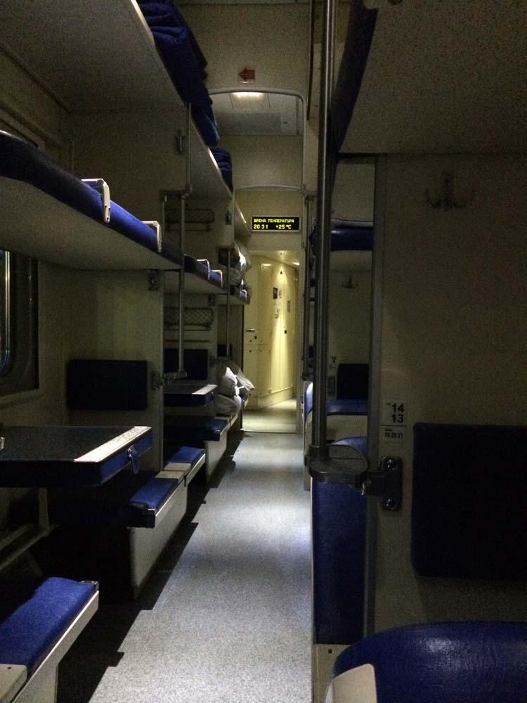 모든 열차가 다 같은 건 아니다. 이렇게 최신식으로 깔끔한 열차도 있다.