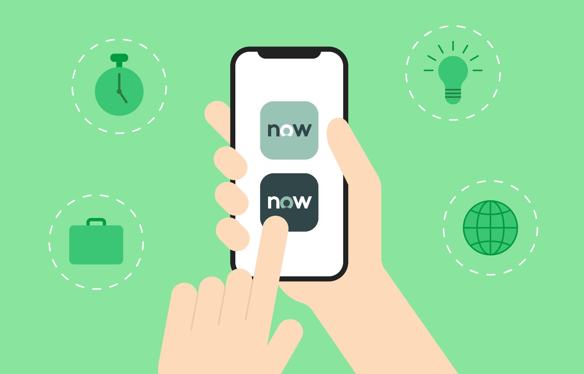 En smarttelefon som blir holdt i to hender, med app-ikonene til appene NOW Mobile og ServiceNow Agent på skjermen.