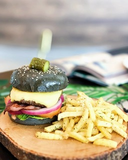 CHARCOAL CLASSIC CHEESEBURGER