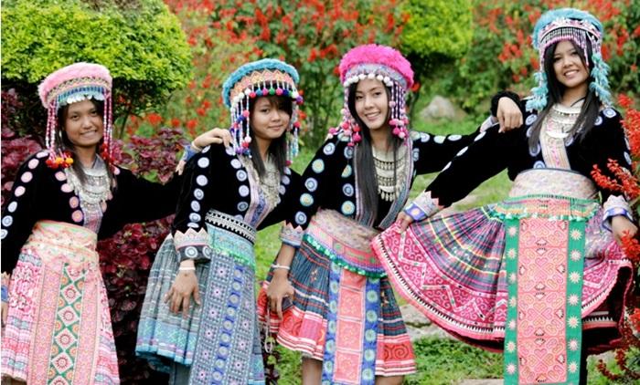 Doi Suthep & White Hmong Village Trek (Full Day)