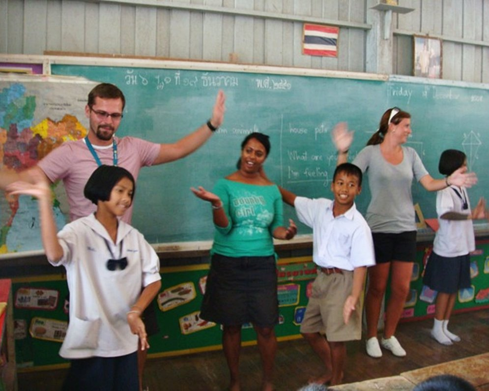 Half Day with Buddhism Way and Teaching English to Students