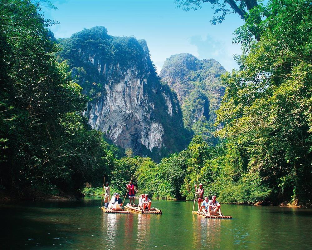 Khao Sok Safari Bamboo Rafting & Elephant Bathing