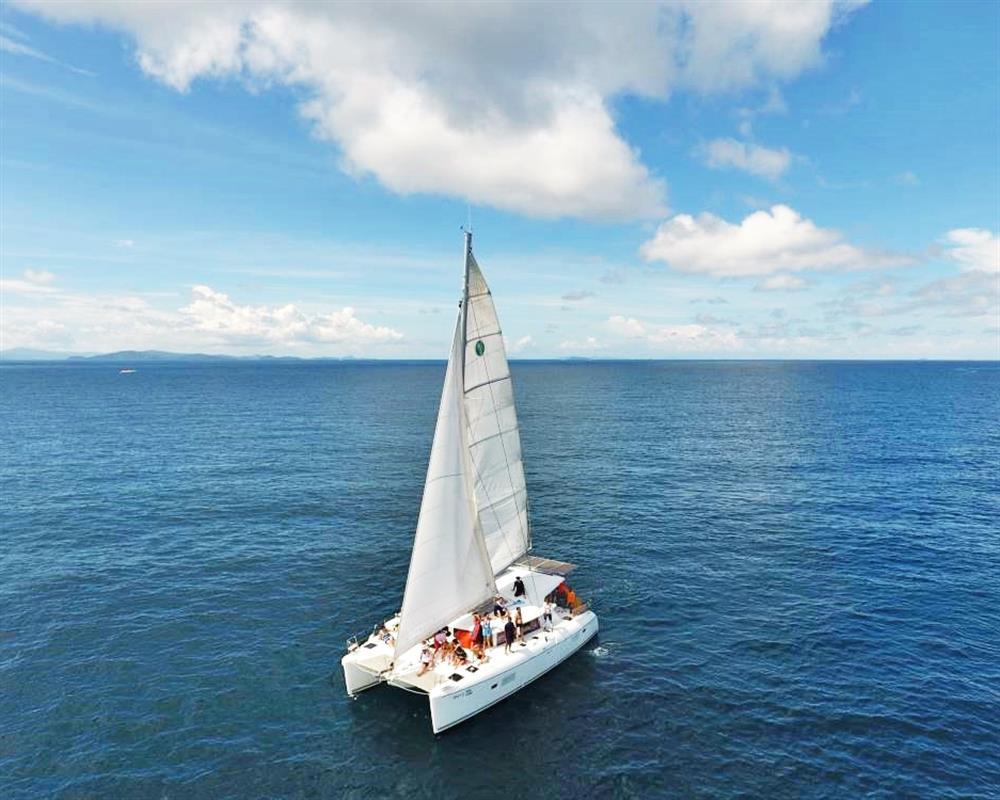 Boutique Seafeast Sailing Catamaran Maithon Island