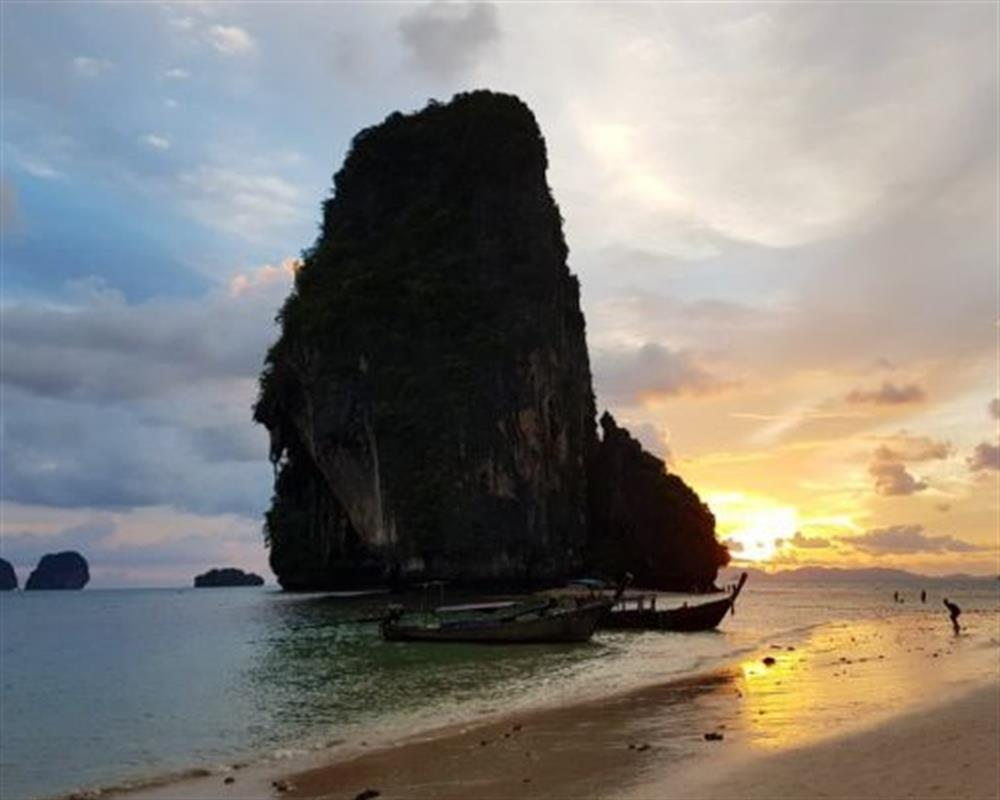 7 Islands Sunset Tour by Big Boat