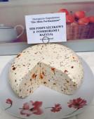 Ekologiczny ser podpuszczkowy z pomidorem i bazylią