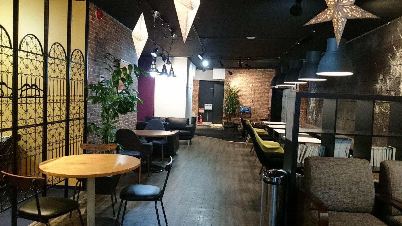 個人スペースやカフェのような席を用意しています。