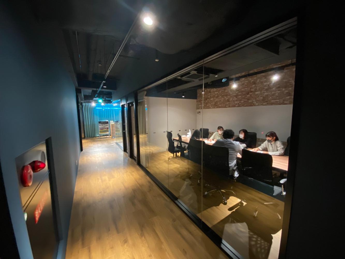 会議室B:普段と違った雰囲気で会議などでご利用ください