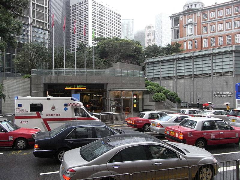 800px-HK_中環_Central_Bank_of_China_Building_view_皇后大道中_Queen's_Road_Central_長江集團中心_Cheung_Kong_Centre_food_centre_traffic_jam_June-2010