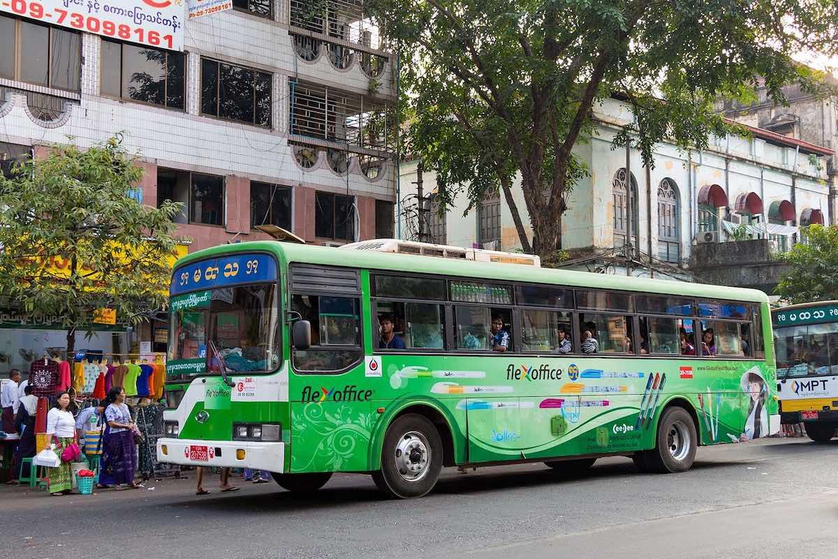 Yangon_bus_01