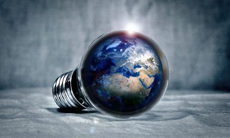 Bild på glödlampa och jorden