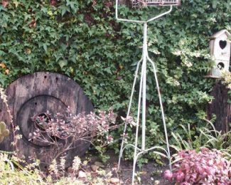 Créer un jardin vintage : quelles plantes et accessoires choisir ?