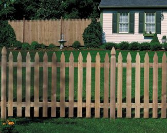 Remise à neuf d'une clôture en bois