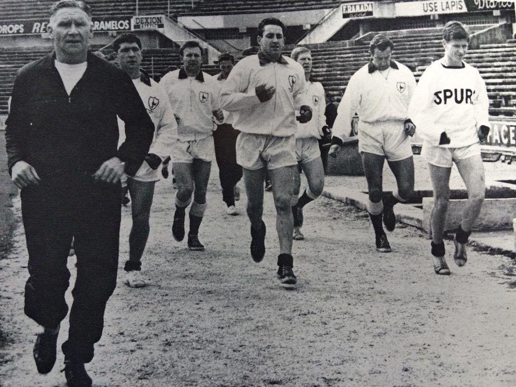 Билл Николсон и Тоттенхэм перед матчем с Бенфикой