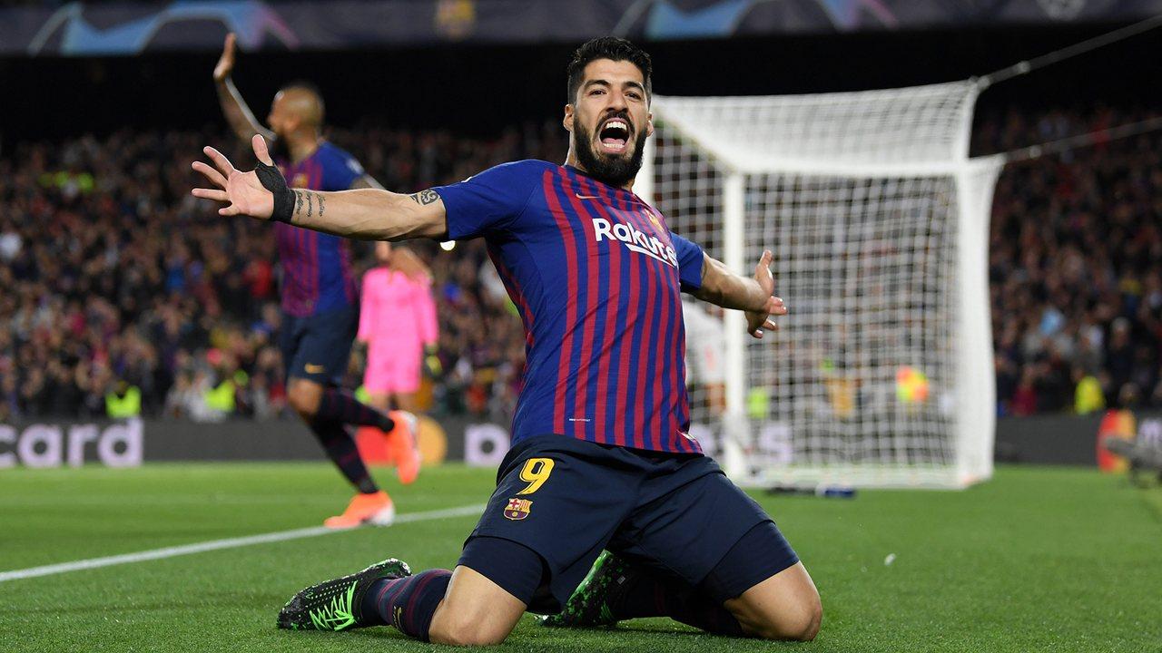 Луис Суарес празднует гол в ворота Ливерпуля